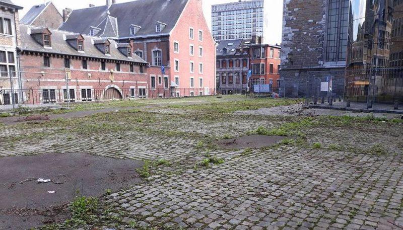 La dalle pavée entre le musée de la Vie wallonne et la rue Mère-Dieu va devenir un espace de loisirs