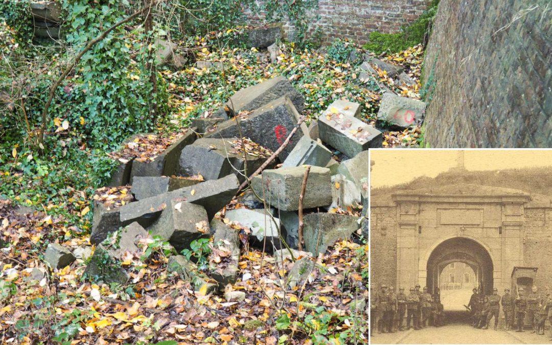 Le portail classé de l'ancienne citadelle de Liège abandonné par terre depuis des années