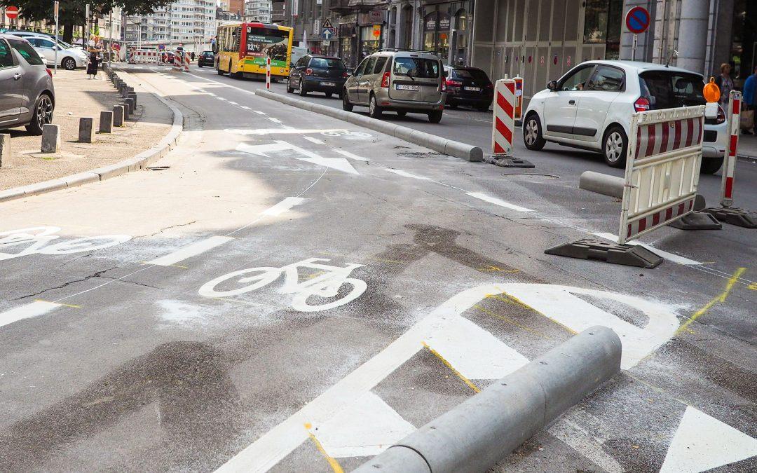 Retour à deux bandes place du XX-Août : la Ville fait marche arrière sur la piste cyclable