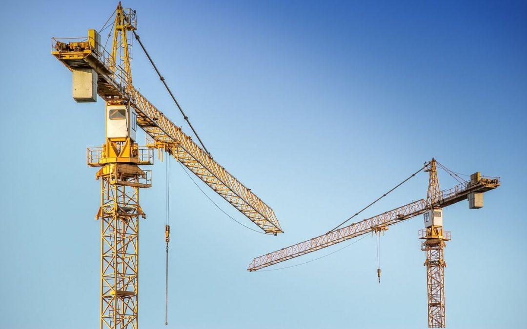 Vottem: des ouvriers du chantier de la police fédérale grimpent sur la grue pour être payés