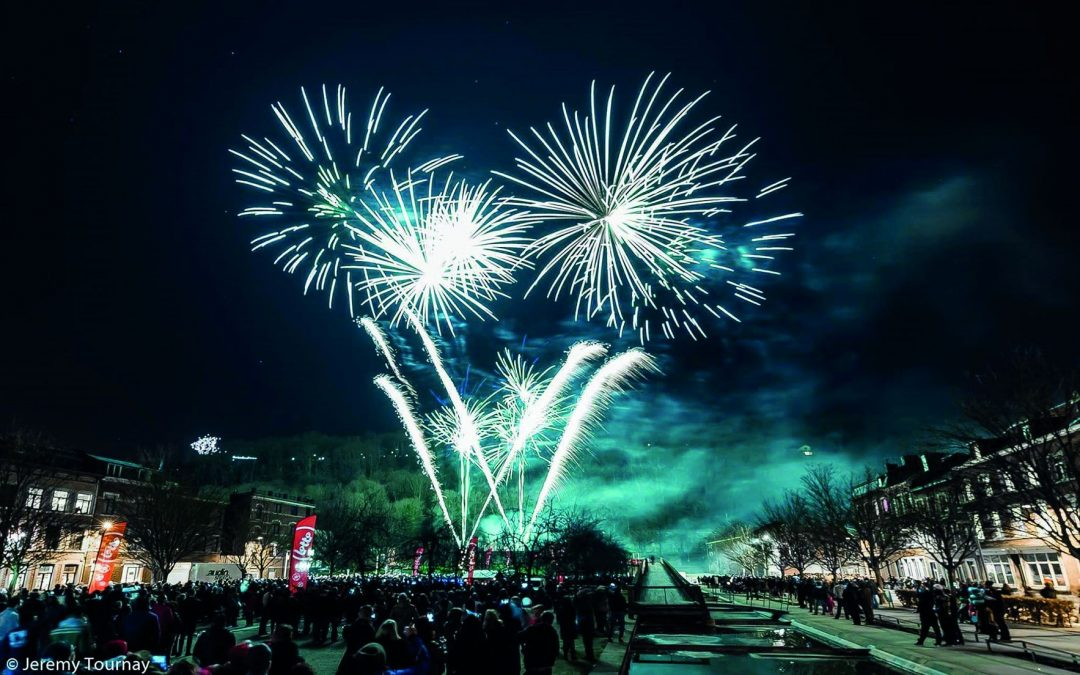 Grand feu d'artifice du Nouvel An  sur l'esplanade Saint-Léonard