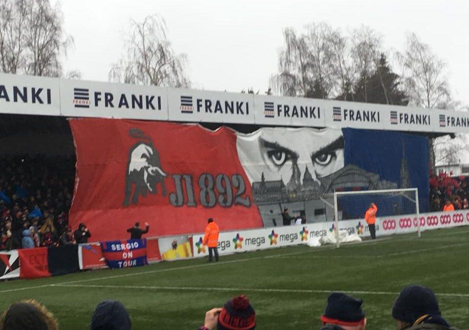 La rencontre du RFC Liège entachée par un commentaire déplacé du speaker mais quel tifo des supporters !