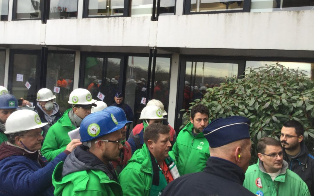 Le siège de Magotteaux envahi par les travailleurs de Magolux