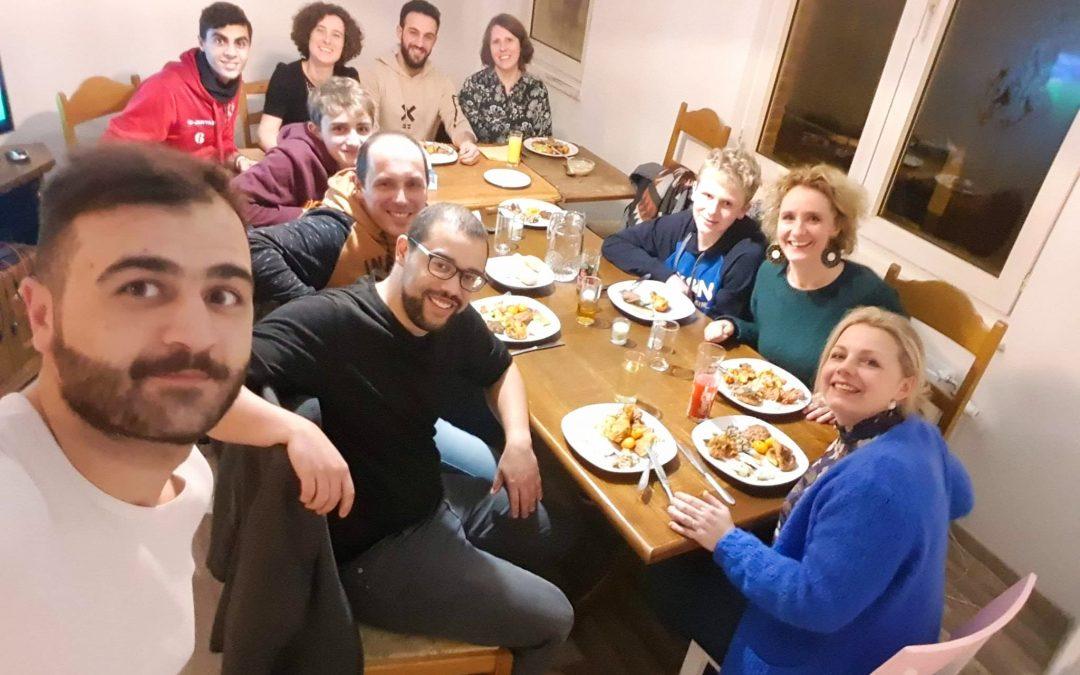 Un réfugié syrien invite des inconnus à manger pour s'intégrer… mais arrête par crainte de l'Afsca