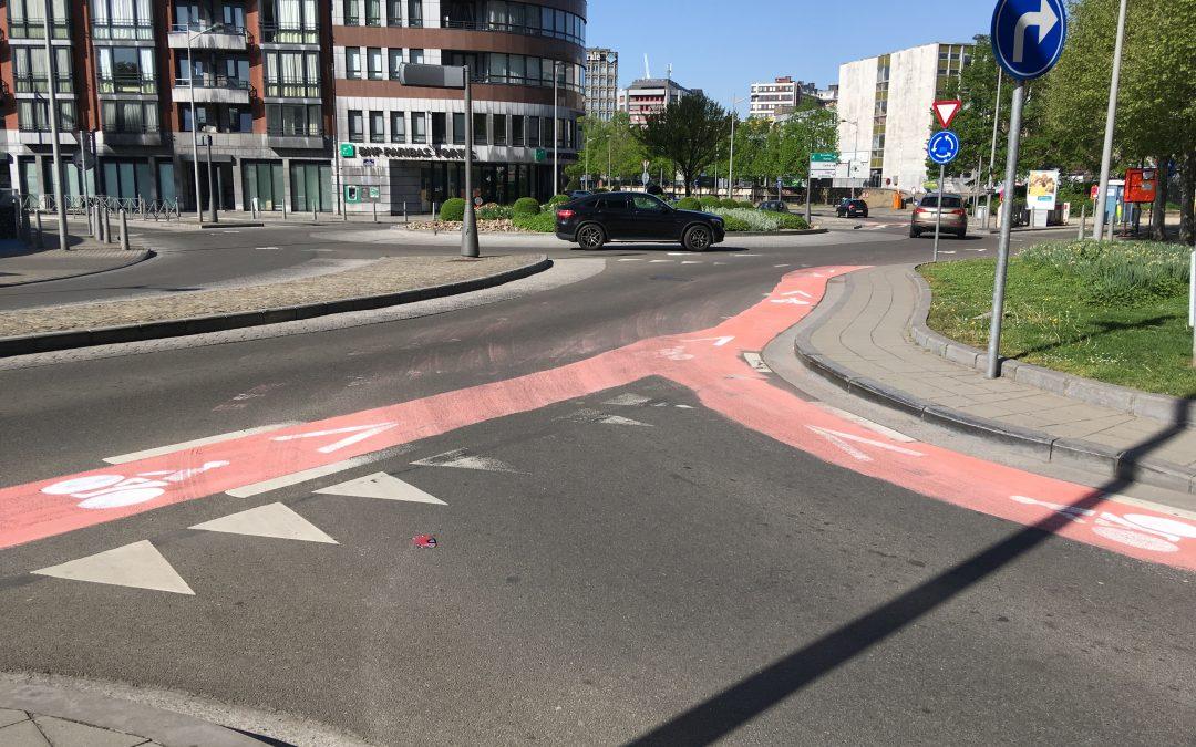 Actions des cyclistes militants sur la voirie aux Chiroux