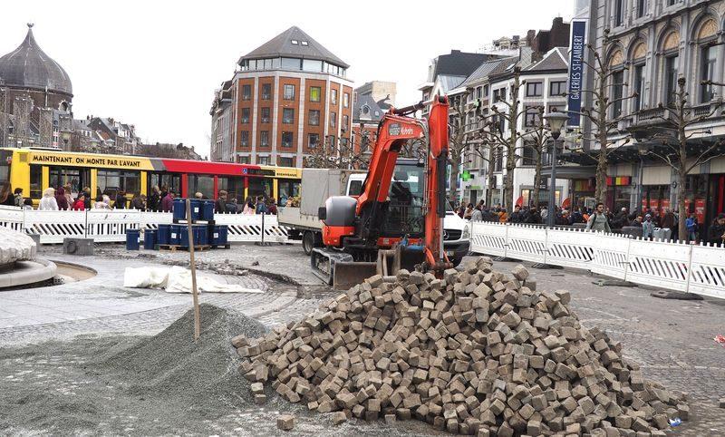 Début des travaux de forage pour le tram à la place Saint-Lambert