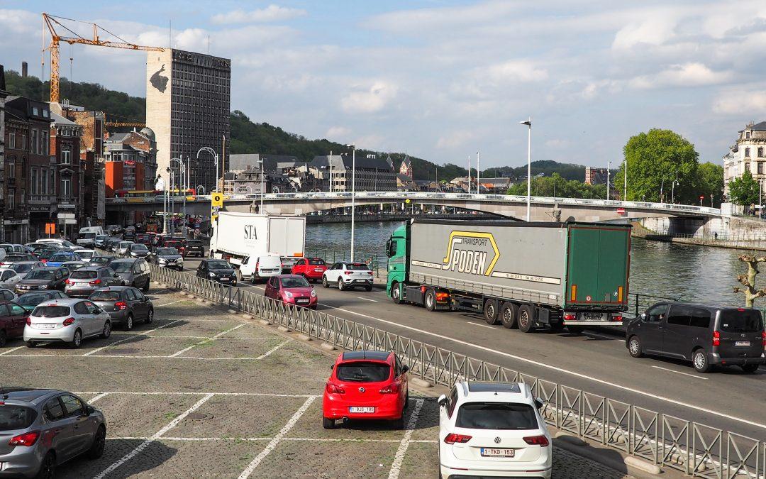 Embouteillages de fin de journée: la Ville ébauche des solutions