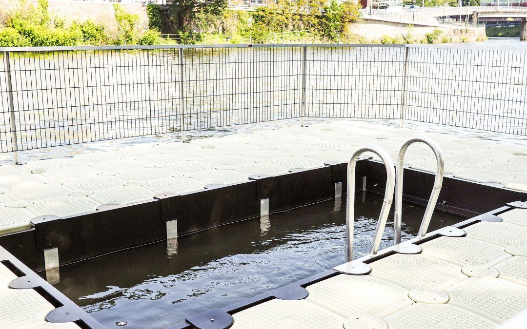 Une petite piscine flottante testée sur la Dérivation