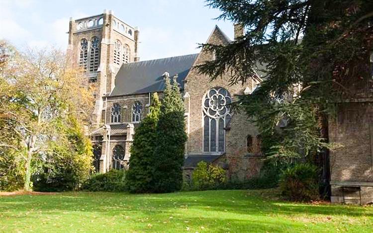 Eglise liégeoise style 18e siècle à vendre avec ses cloches: 790.000€