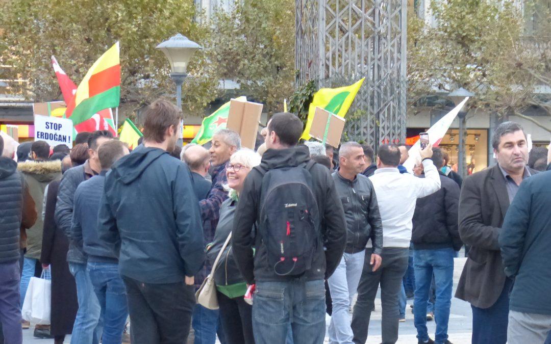 """Affrontements entre """"pro-Turcs"""" et """"pro-Kurdes"""" place Saint-Lambert vendredi: plusieurs blessés et une arrestation"""