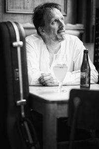 Agenda ► Alain Pierre : « Sitting in some café »