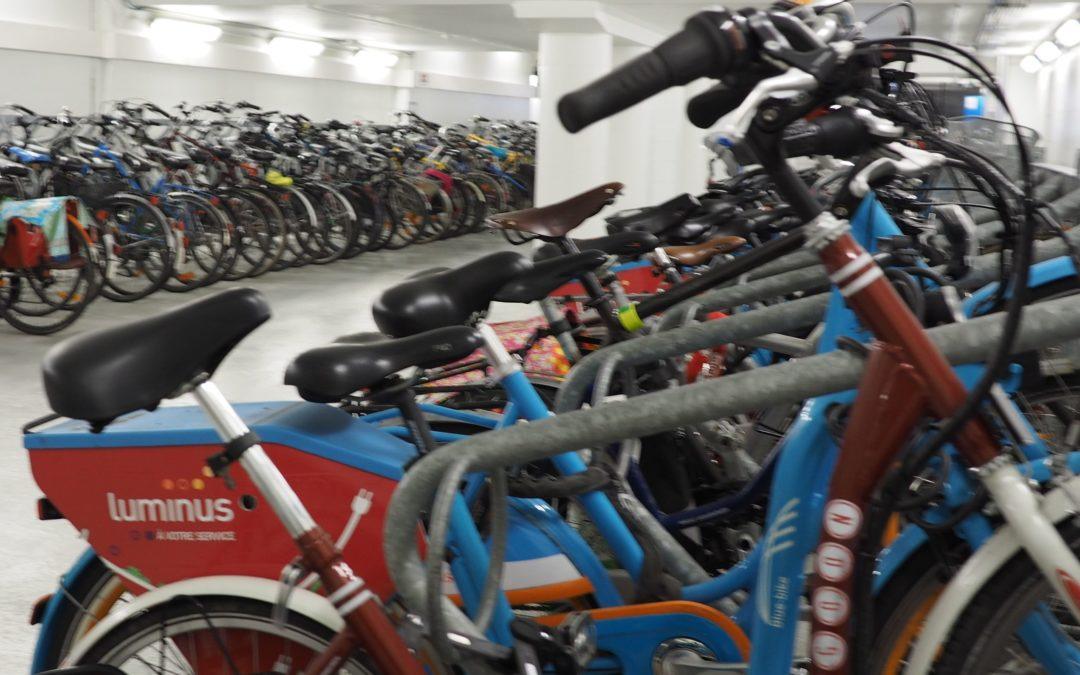 Un vaste parking couvert et sécurisé pour les vélos en plein centre-ville