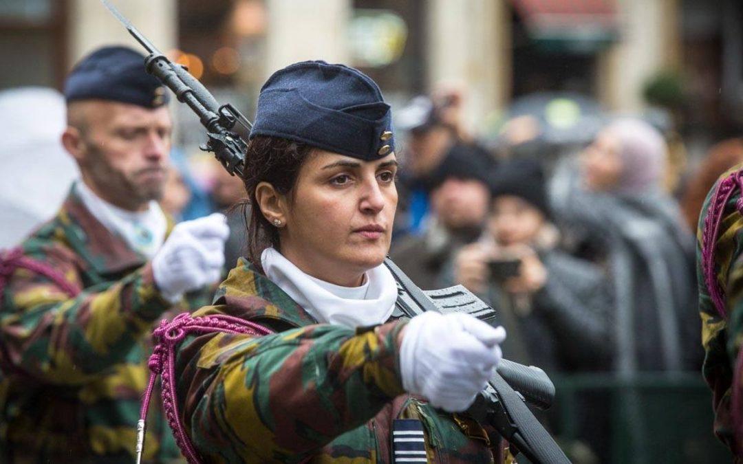 """L'armée belge lance une """"offensive"""" pour recruter des femmes à la Médiacité"""