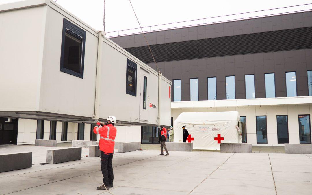 Les hôpitaux liégeois installent containers et tentes devant les urgences en vue d'un pic de malades du Covid-19