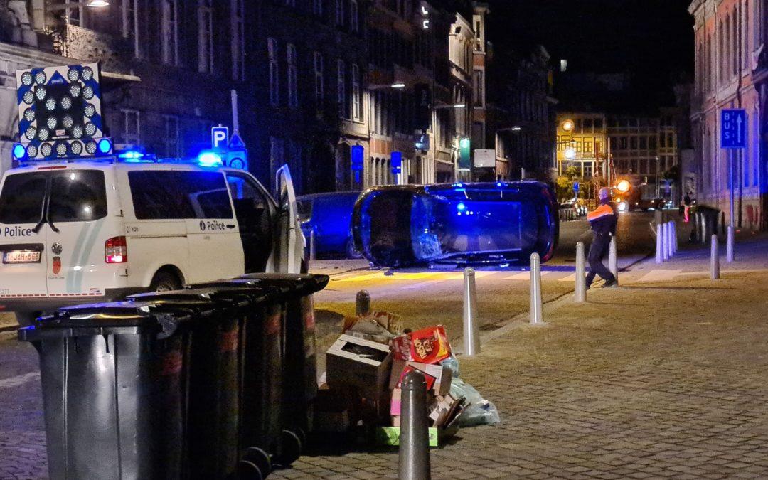 Une Mercedes termine sur le flanc cette nuit rue Hors-Château