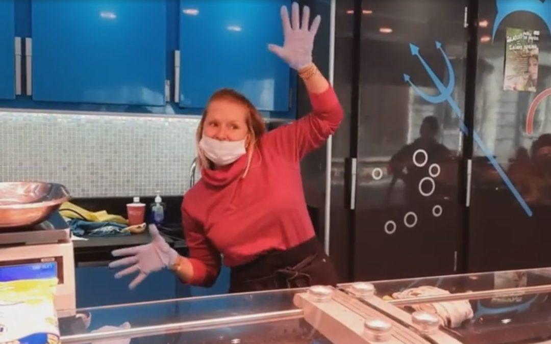 Une vidéo sympa montre l'ambiance de la Batte dimanche avec les commerçants masqués