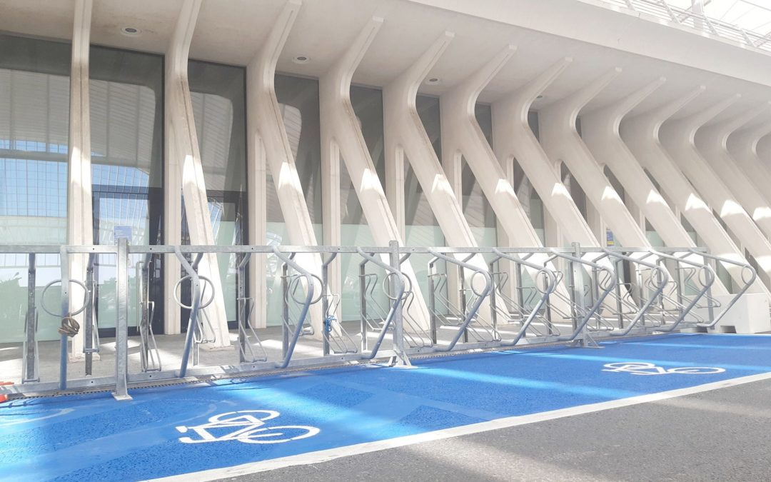 "Enfin un parking vélos et motos sur la zone ""kiss & ride"" de la gare des Guillemins"