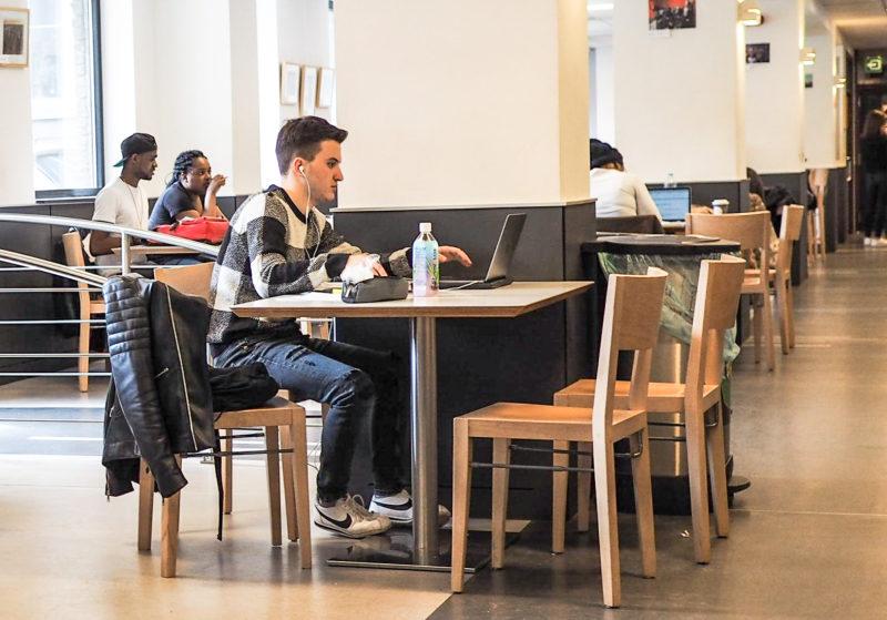 """Carte blanche d'un étudiant de l'ULiège- Mesures anti-triche pour les examens et """"bienveillance"""": quels objectifs ?"""