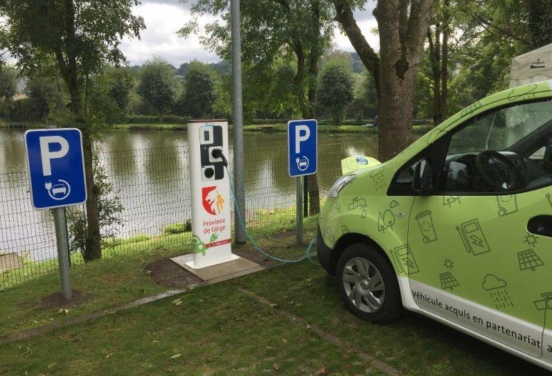 La Province a aidé à l'installation de 23 bornes de rechargement électriques pour véhicules