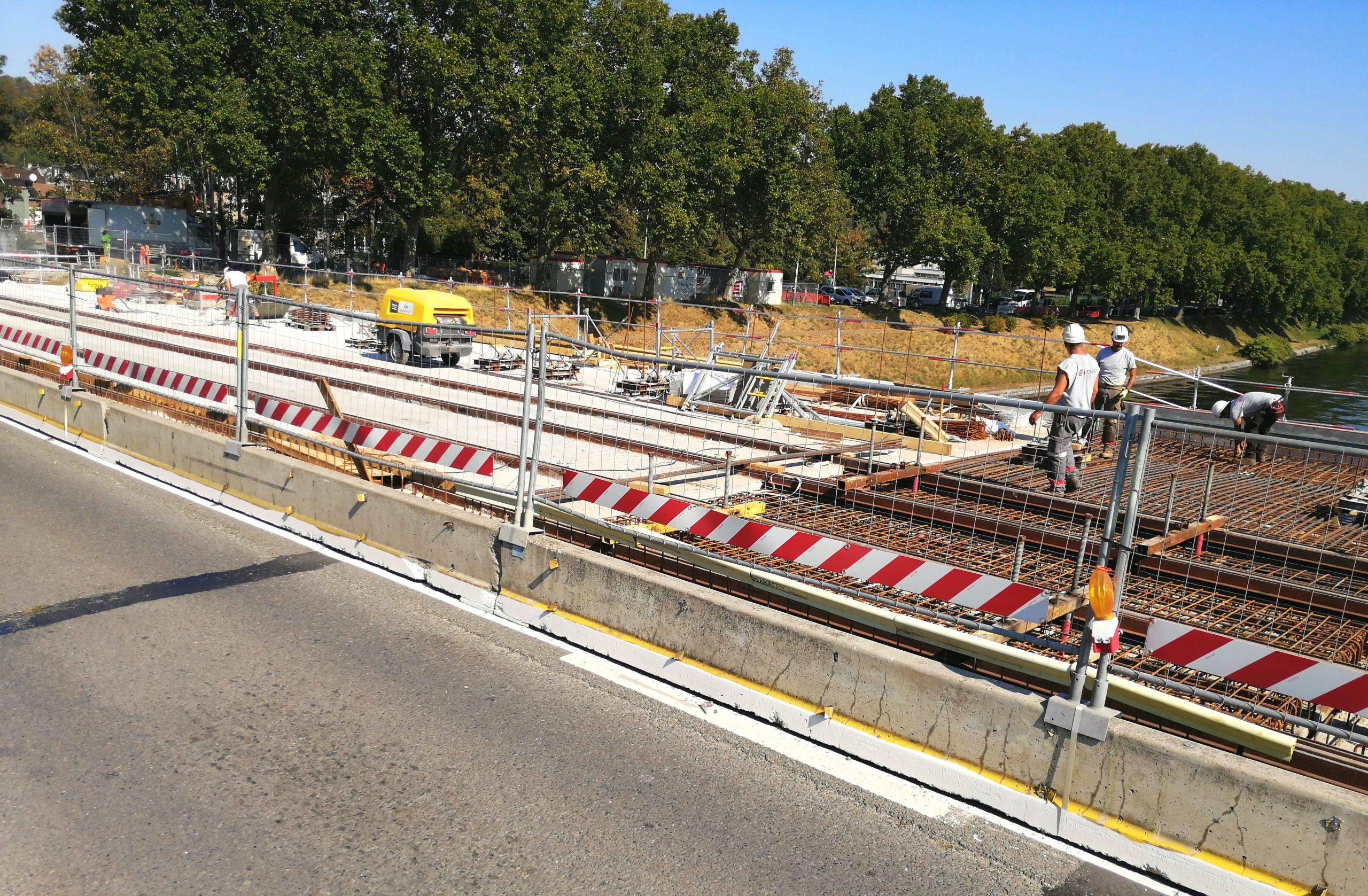 Les premiers rails du tram sont enfin posés: d'autres arrivent cette semaine