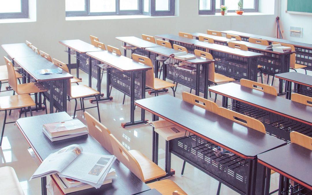 Par manque d'aération, le risque de contamination Covid serait-il trop élevé dans les écoles ?