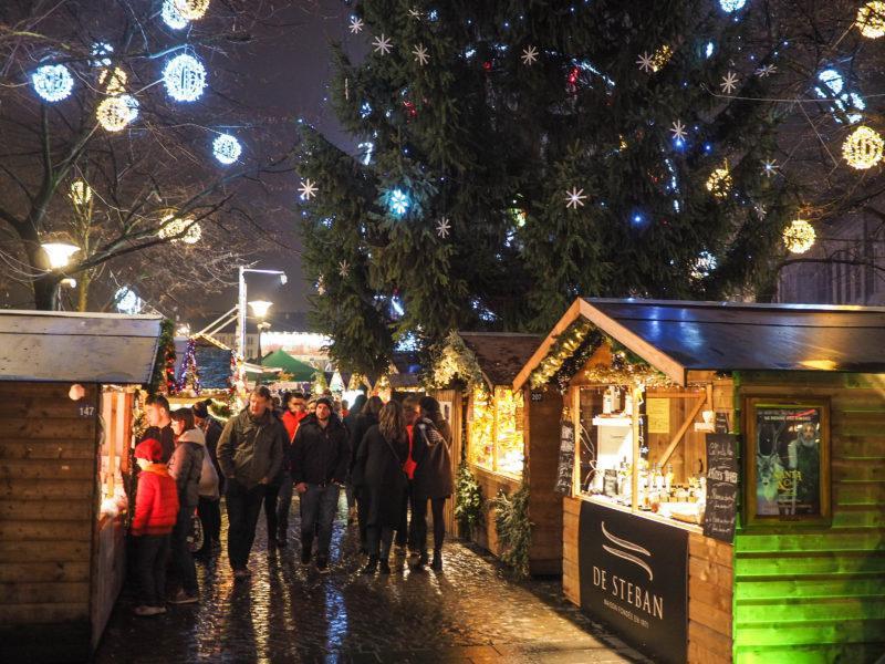 Illuminations de Noël: trois places tristes au centre-ville