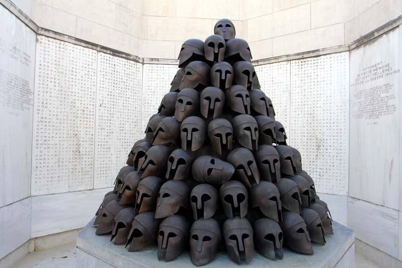 Une centaine de casques en bronze volés au Mémorial Interallié