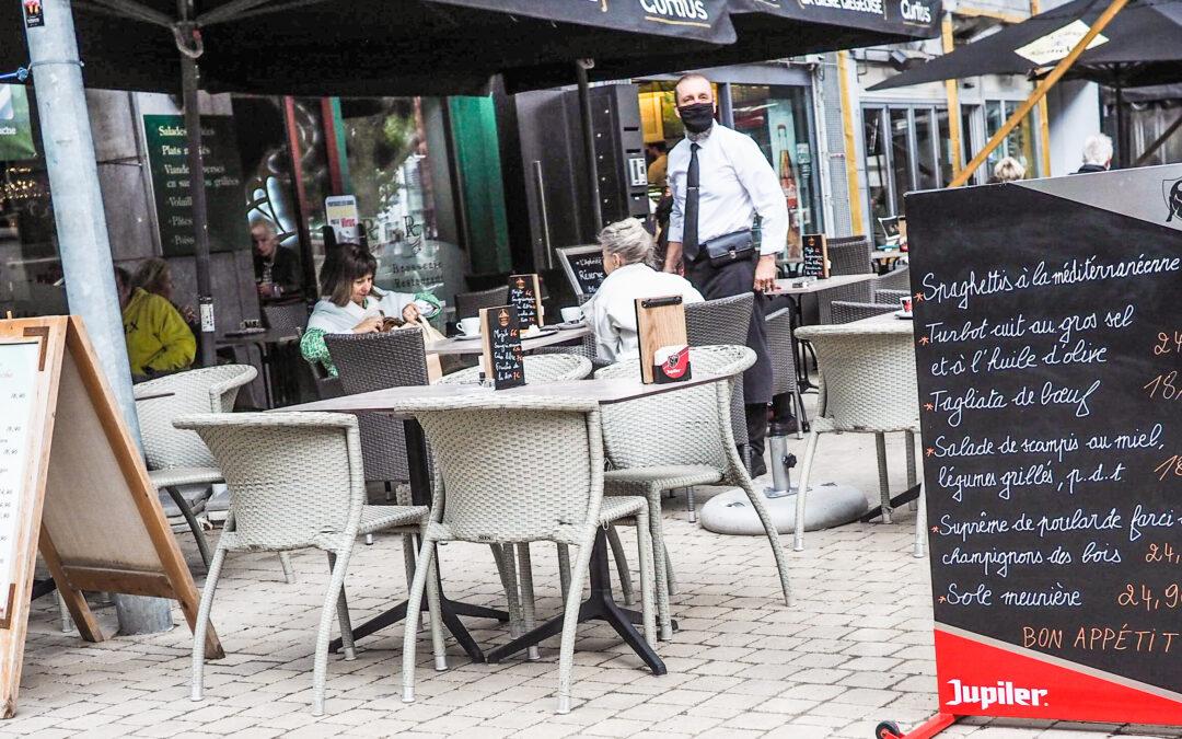 """""""Au lieu de déambuler en rue les clients des commerces devraient attendre dans les cafés"""", estime le président du commerce liégeois"""