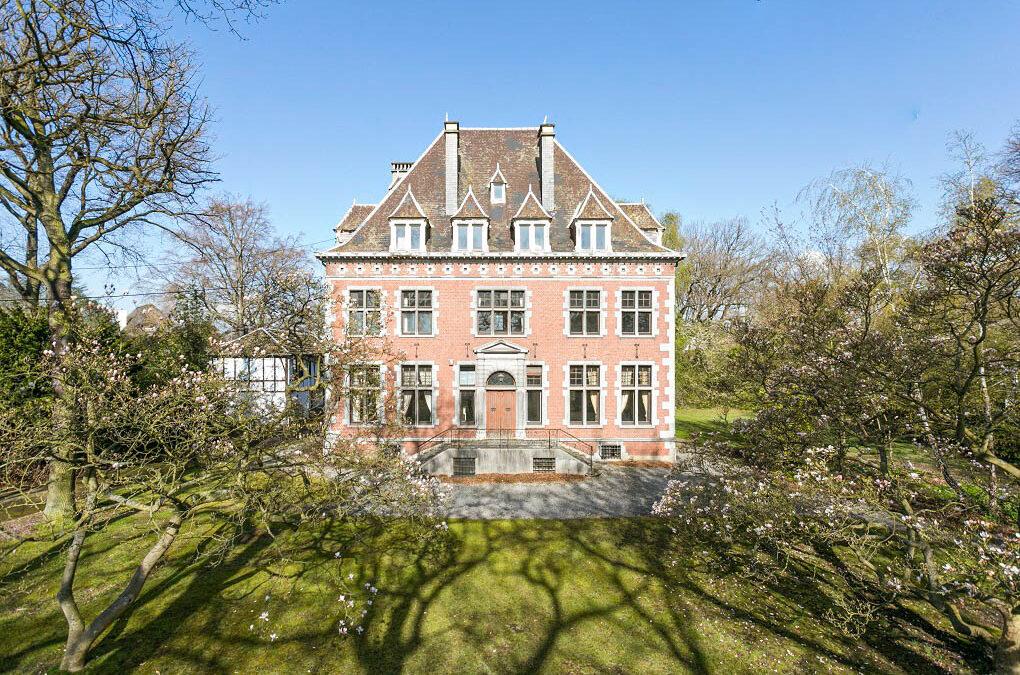 La grosse villa du parc de Cointe achetée par S.Moreau et Ogeo est à vendre