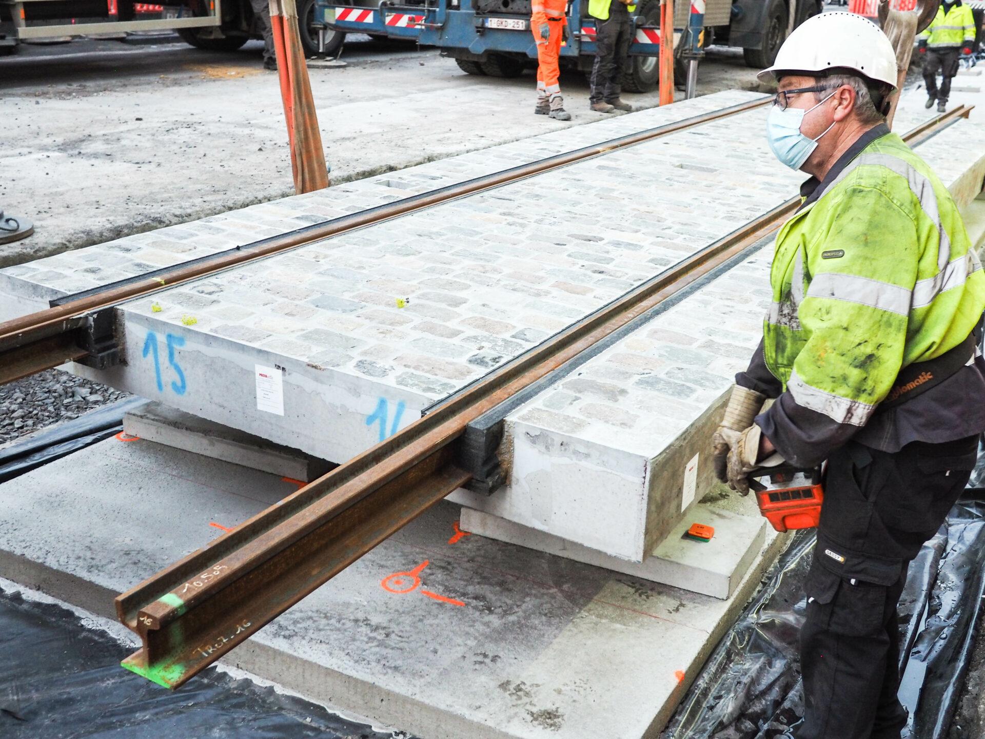 Les premiers rails du tram ont été posés au centre-ville rue Léopold
