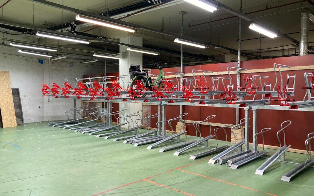 Un grand local à vélos a été installé pour le personnel communal à l'Îlot Saint-Georges
