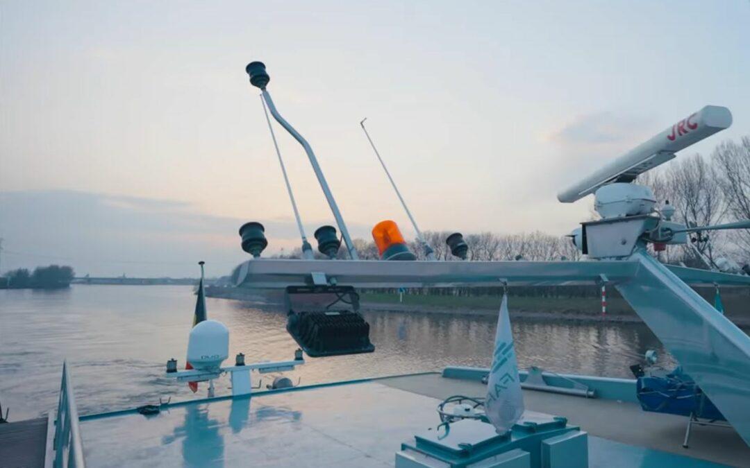 Une barge à conteneurs pilotée en navigation à distance relie Liège à Anvers