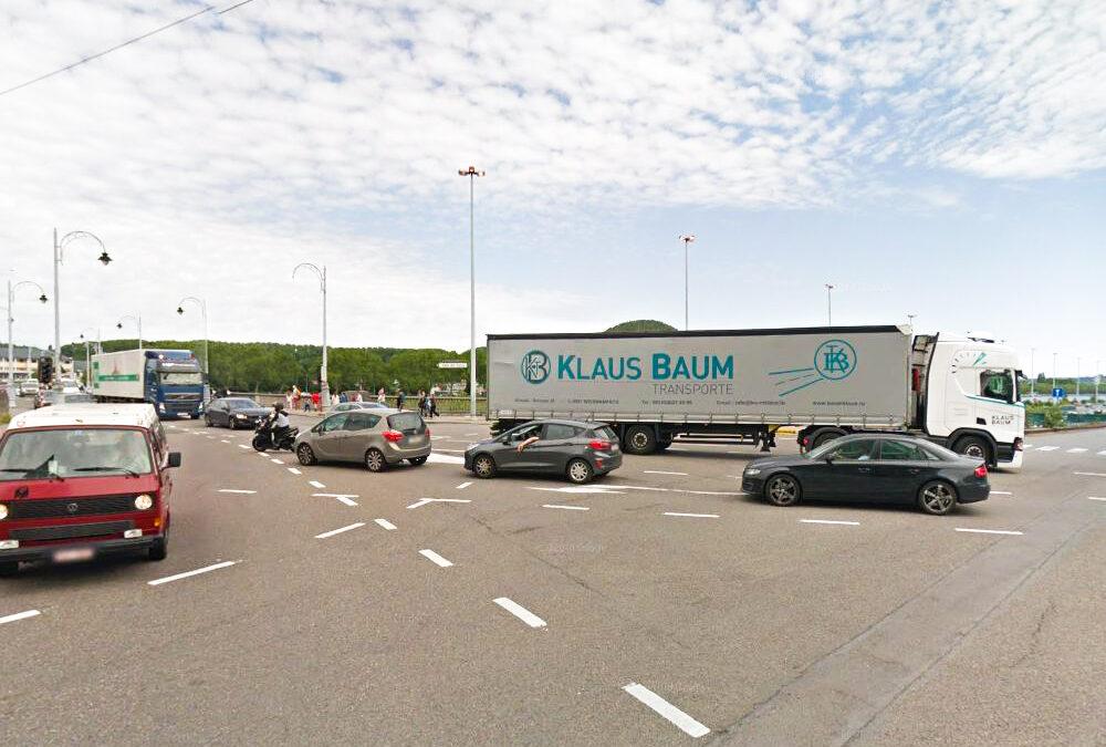 Interdiction des gros camions en transit: certains circulent encore mais il y a des verbalisations