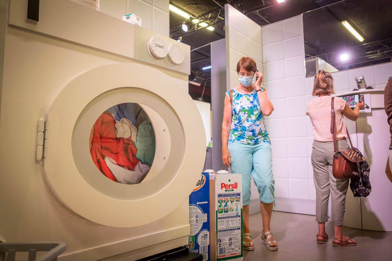 Une expo où les objets de la vie quotidienne sont agrandis pour sensibiliser aux accidents domestiques