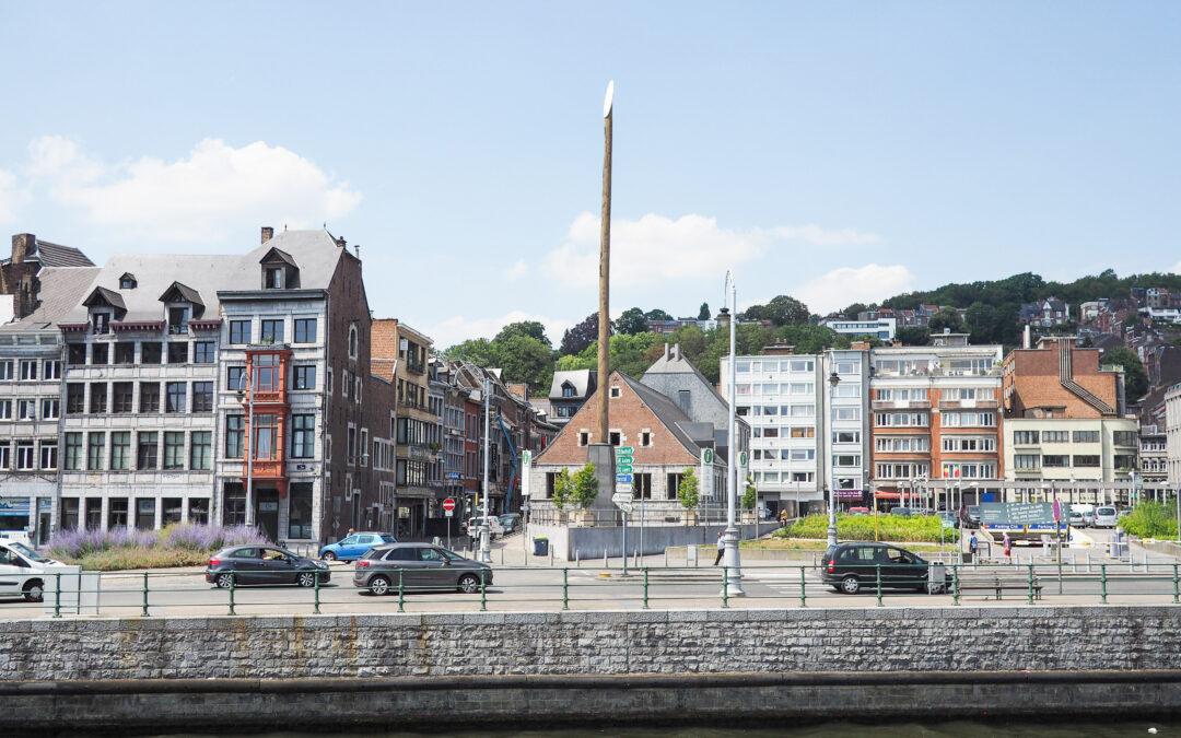 Démontage du mobilier urbain pour mettre un éclairage provisoire quai de la Batte