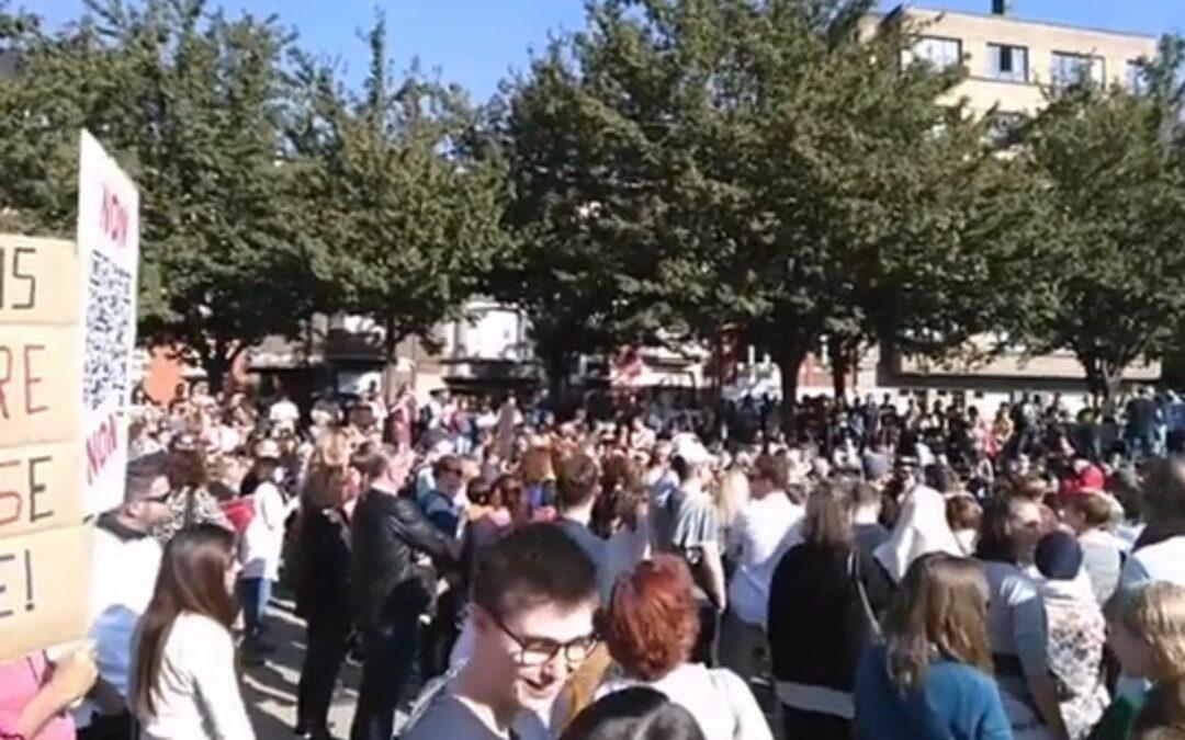 Une manifestation contre le pass Covid rassemble 800 personnes à Saint-Léonard