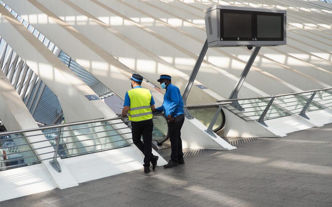 Équivoque: doit-on toujours porter le masque sur les quais de la gare des Guillemins et des autres ?